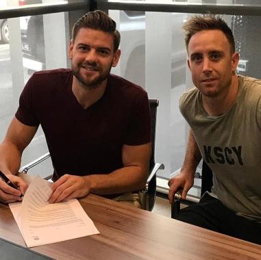 Sam Smith signing_180206